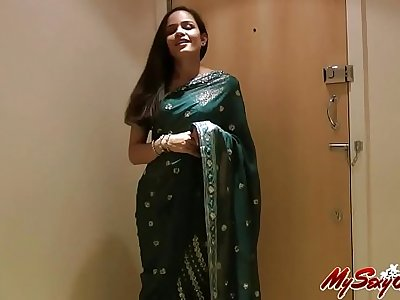 Pretty Girl Jasmine in Sari strips to show us